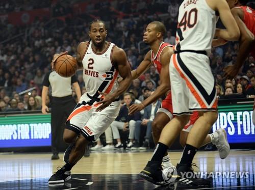 NBA, 레너드 몸 상태 관련 말 바꾼 클리퍼스에 벌금 5천700만원