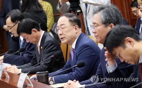 정부, 부총리 주재 녹실회의…분양가상한제 적용지역 논의