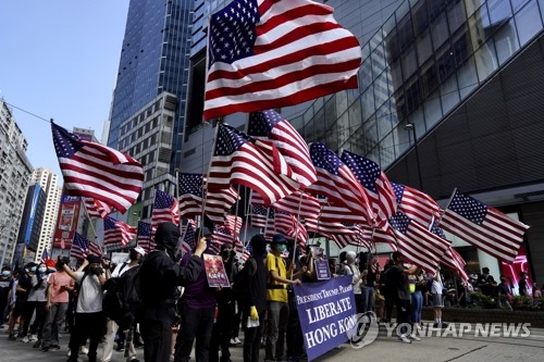 홍콩 정부, 美 '홍콩인권법' 서명 맹비난…시위대는 '감사 집회'(종합)