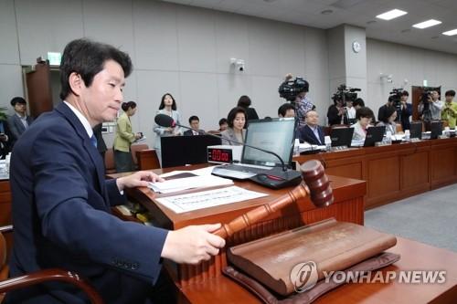 국회 운영위, 청와대 대상 국감…'조국사태' 공방 예상