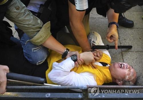베이징 향하는 홍콩 캐리 람…'시위 진압 강경책' 받아올까(종합)