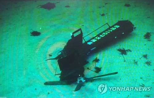 독도 추락 헬기 잔해물 8점 인양…사고 11일째 수색 계속(종합)