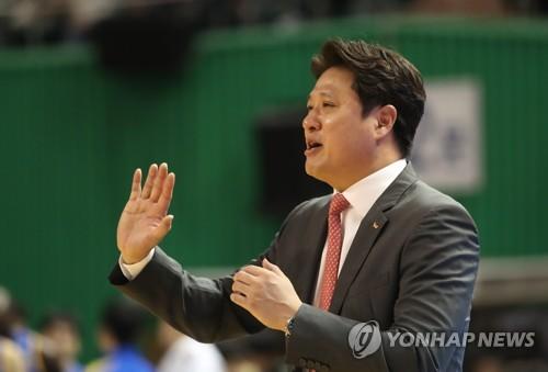 """단독 선두 SK 문경은 감독 """"오늘 승리는 벤치 멤버들 덕"""""""