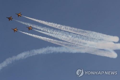 블랙이글스, 부산 하늘서 한·아세안 정상 환영 비행쇼