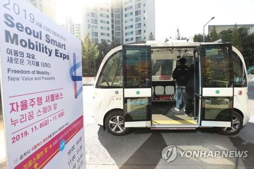 거침없는 코너링…상암동 누빈 자율주행 셔틀버스