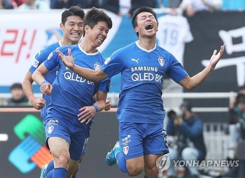 '고승범 2골' 수원, 코레일 4-0으로 꺾고 FA컵 최다 5번째 우승(종합)