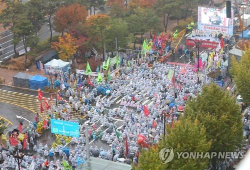 농민단체, 'WTO 개도국 지위 포기' 반발 서울서 빗속 1만명 집회(종합)