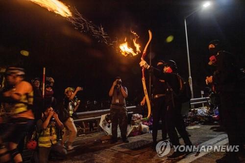 시위 격화에 한국인 홍콩 유학생 귀국길 서두른다