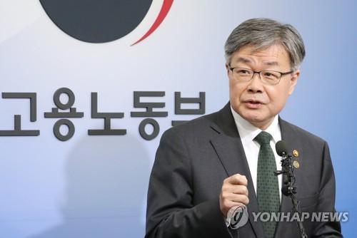 """이재갑 """"주 52시간제 中企에 9개월 이상 계도기간 부여"""""""