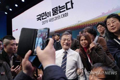 '조국'부터 '다문화'까지 쏟아진 돌발질문…국민과 만난 '117분'