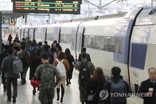 """철도파업 종료에 승객들 """"협상타결 정말 다행…아직 불편"""""""