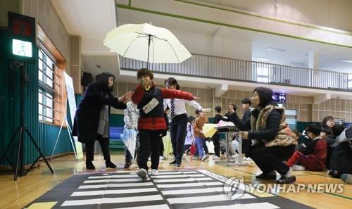 """""""배운 대로 조심조심 걸을게요""""…'보행 안전면허증' 캠프 개최"""