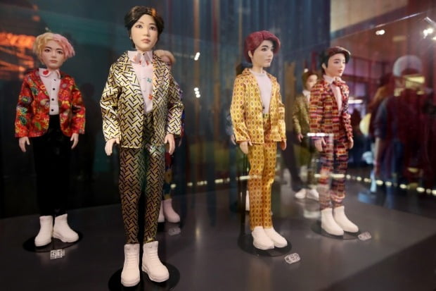 서울 강남구에 위치한 방탄소년단 팝업스토어 '하우스 오브 BTS'에 피규어가 진열되어 있다 /사진=연합뉴스