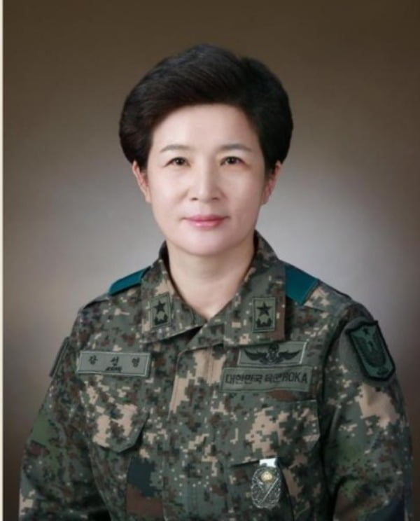 정부가 8일 강선영(여군 35기) 준장을 여군 최초로 소장으로 진급 시켜 항공작전사령관에 임명하는 등 하반기 장군 진급 인사를 단행했다고 밝혔다 / 사진제공=연합뉴스