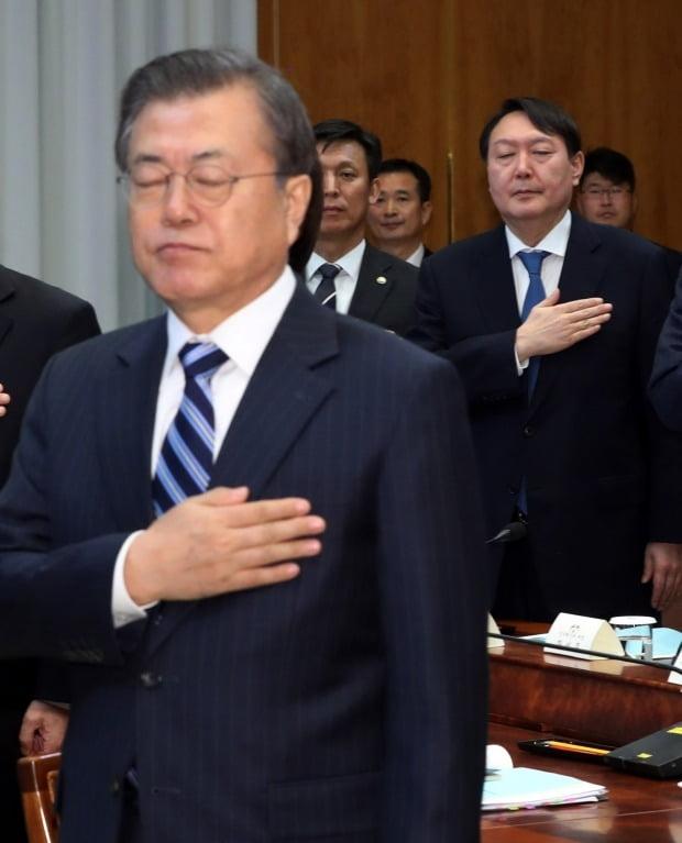 국기에 대한 경례하는 문 대통령 (사진=연합뉴스)