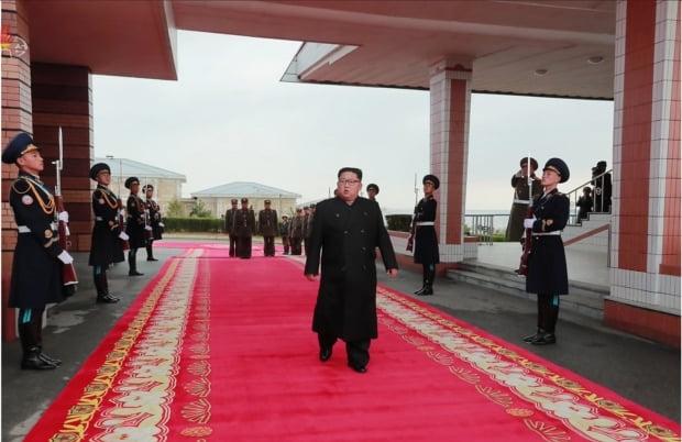 북한 김정은, 2년만에 전투비행술경기대회 참관 /사진=연합뉴스
