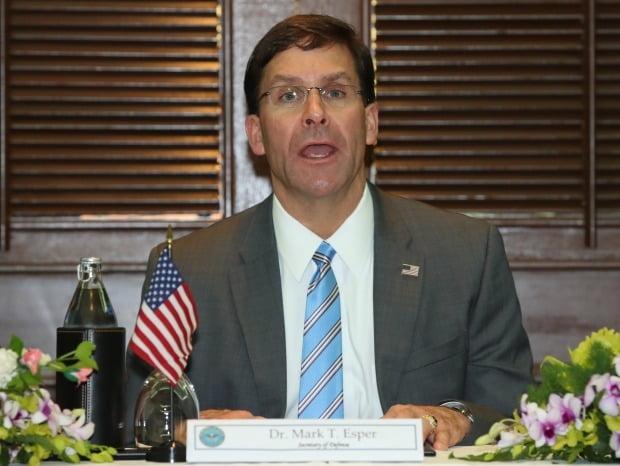 마크 에스퍼 미국 국방부 장관이 17일 방콕 아바니 리버사이드 호텔에서 열린 한·미·일 국방장관 회담에서 인사말을 하고 있다.  /사진=연합뉴스