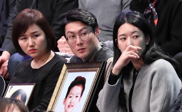 국민과의 대화 패널로 참석한 고(故) 김민식 군의 부모. 사진=연합뉴스