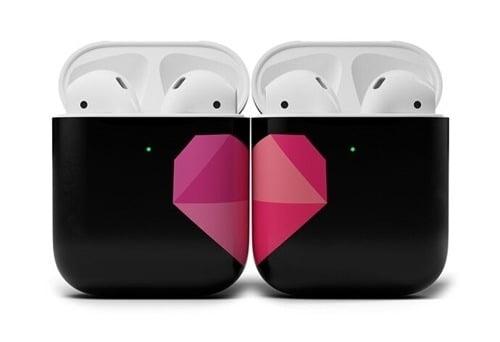 에어팟 케이스 디자인 (애플 광고 갈무리)