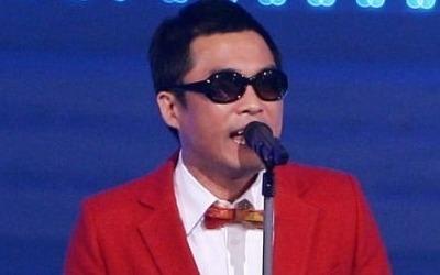 """""""김건모가 배트맨 티셔츠 입고 입으로…"""" 폭로"""