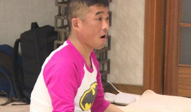"""김건모 성폭행 폭로 발단은 배트맨 티셔츠…네티즌 """"왜 3년만에 입 열었는지 이제야 이해"""""""