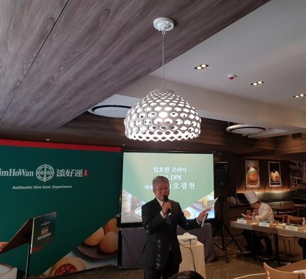 팀호완코리아를 운영하는 오광현 청오 도미노피자코리아(DPK) 회장이  팀호완에 대해 설명하고 있다. (사진 = 고은빛 기자)