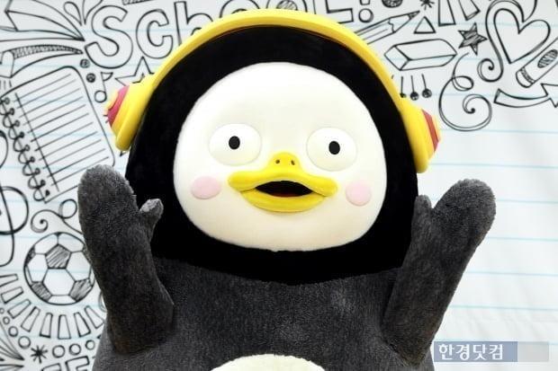 스타 크리에이터를 꿈꾸며 남극에서 한국으로 온 EBS 연습생 '펭수' 달력이 23일부터 예약 판매된다./사진=변성현 기자