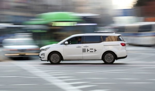 지난 8일 서울 중구 남대문로 일대에서 운행되고 있는 타다의 모습 /사진=연합뉴스