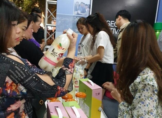 국순당이 한국-베트남 음식문화축제에서 복숭아 막걸리를 선보였다. (사진 = 국순당)