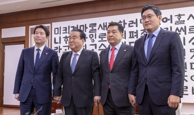 문희상 의장, 교섭단체 3당 원내대표와 회동 [사진=연합뉴스]