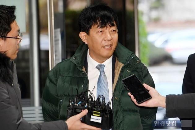 타다의 여객법 위반 혐의로 기소돼 지난 2일 서울중앙지법에서 열린 첫 공판에 출석한 이재웅 쏘카 대표. / 사진=한경 DB