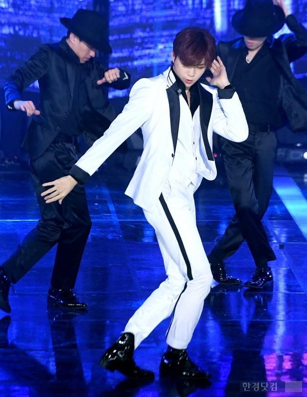 [포토] 강다니엘, '느낌있는 댄스타임'