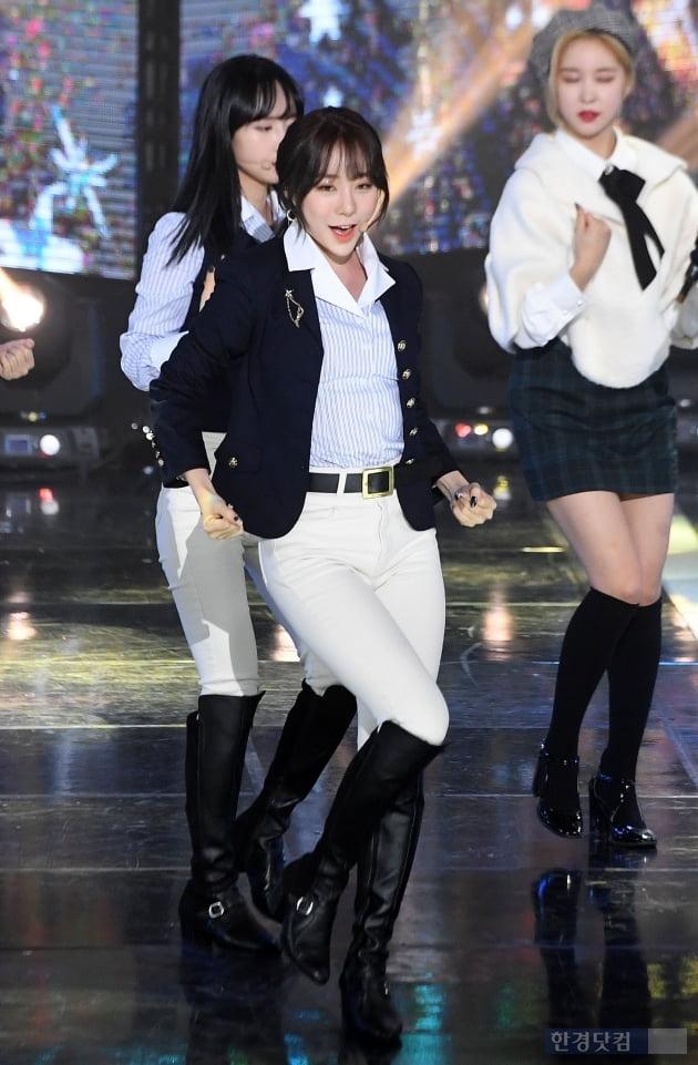 [포토] 우주소녀 연정, '시크한 오피스룩~'