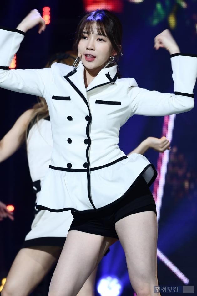 [포토] 네이처 로하, '에너지 넘치는 댄스~'