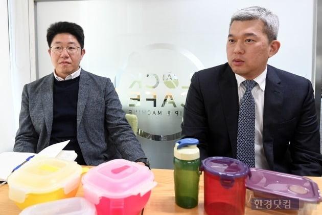 왼쪽부터 김용선 락앤락 미주팀 팀장과 김형석 유럽팀 팀장이 미국과 유럽의 성과에 대해 설명하고 있다. (사진 = 최혁 한경닷컴 기자)
