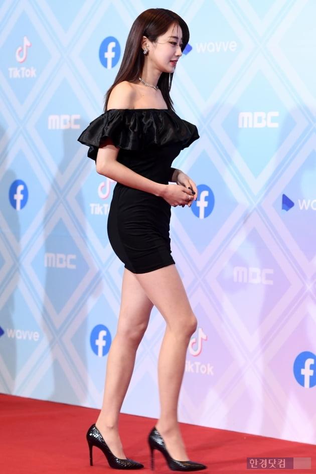 [포토] 경리, '밀착 의상에도 굴욕 없는 몸매~' (2019 MBC 방송연예대상)