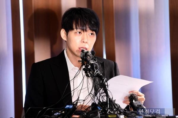 지난 4월 가수 박유천이 자신의 마약 투약 혐의를 부인하며 기자회견을 하고 있다. /사진=한경DB