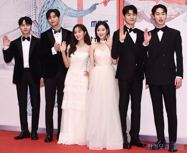 [포토] 보고 있으면 기분 좋은 '어하루'팀 (2019 MBC 연기대상)