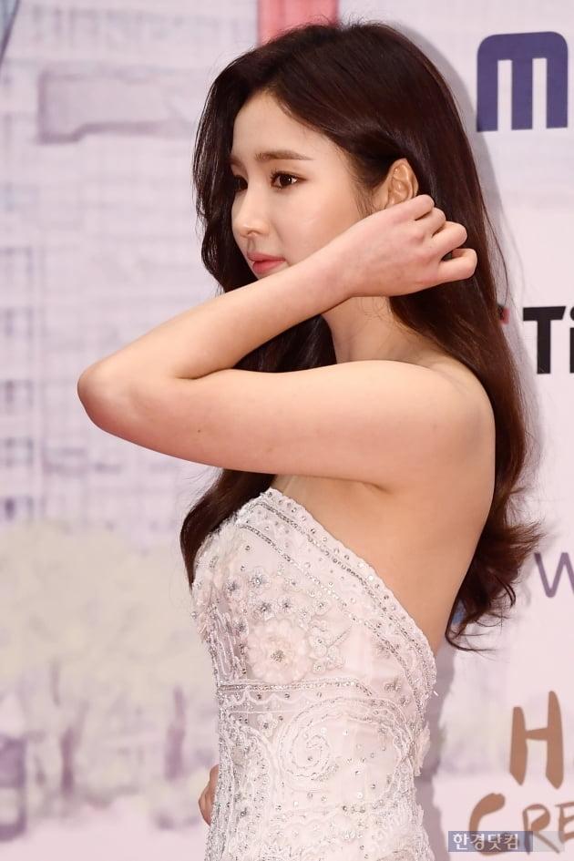[포토] 신세경, '머리 넘기며 우아하게~' (2019 MBC 연기대상)