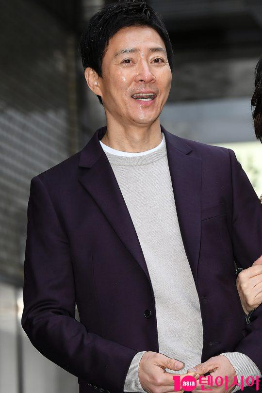 배우 최수종이 14일 오후 서울 여의도동 한음식점에서 열린 KBS 드라마 '하나뿐인 내편' 종방연에 참석하고 있다.