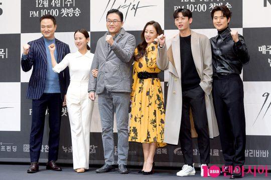 배우 정웅인(왼쪽부터), 조여정, 김영조 감독, 오나라, 이지훈, 김강우