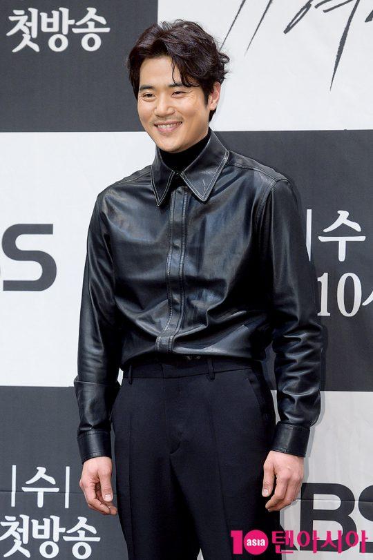 배우 김강우