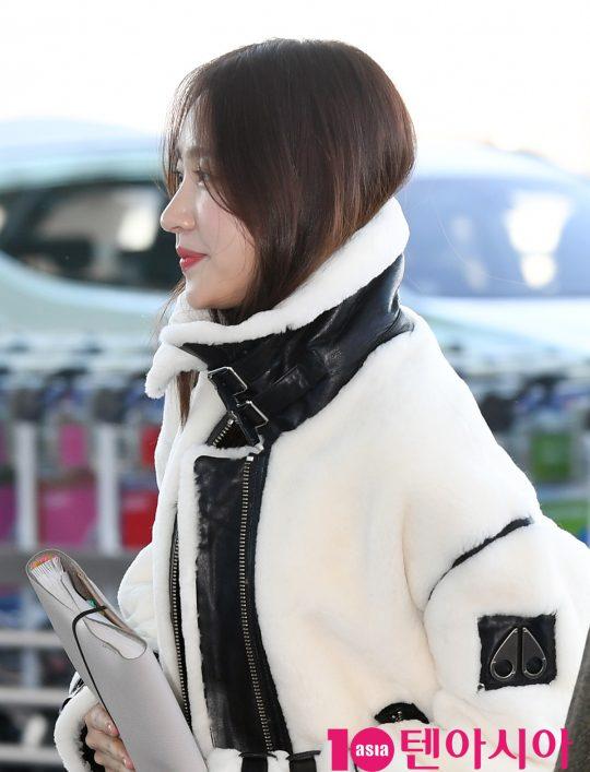 걸그룹 EXID(솔지, LE, 정화, 하니, 혜린) 하니가 4일 오전 해외일정 참석차 인천국제공항을 통해 일본으로 출국하고 있다.