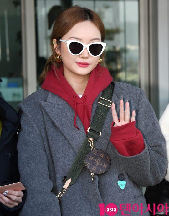 걸그룹 EXID(솔지, LE, 정화, 하니, 혜린) LE가 4일 오전 해외일정 참석차 인천국제공항을 통해 일본으로 출국하고 있다.