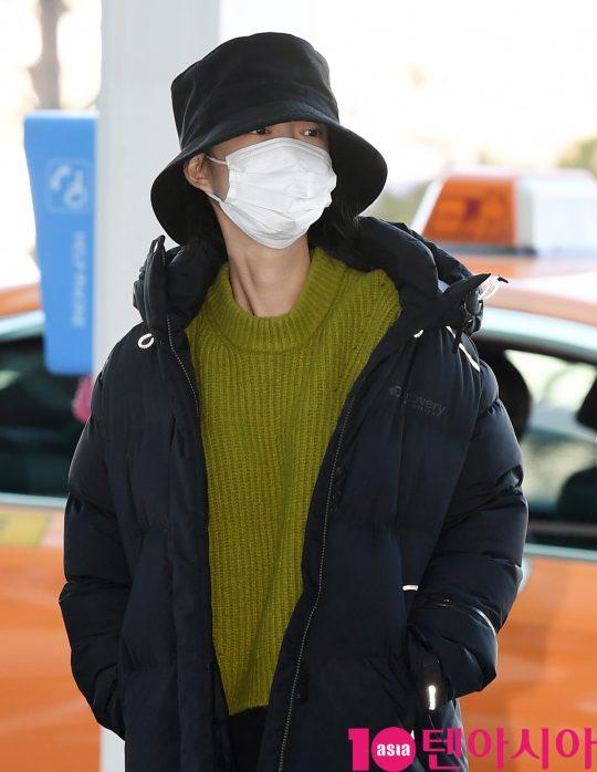 걸그룹 EXID(솔지, LE, 정화, 하니, 혜린) 혜린이 4일 오전 해외일정 참석차 인천국제공항을 통해 일본으로 출국하고 있다.