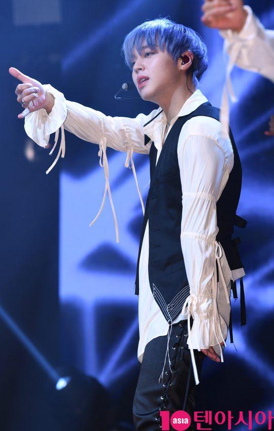 가수 박지훈이 4일 오후 서울 신촌동 연세대학교 100주년 기념관에서 열린 두 번째 미니 앨범 '360(삼육공)' 쇼케이스에 참석하고 있다.
