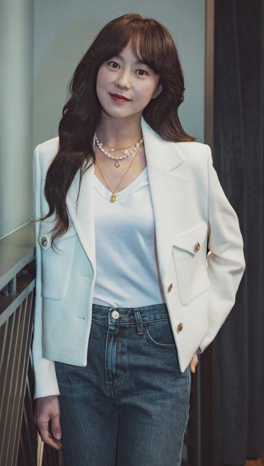 영화 '속물들'에서 미술작가 선우정을 연기한 배우 유다인./ 사진제공=주피터필름