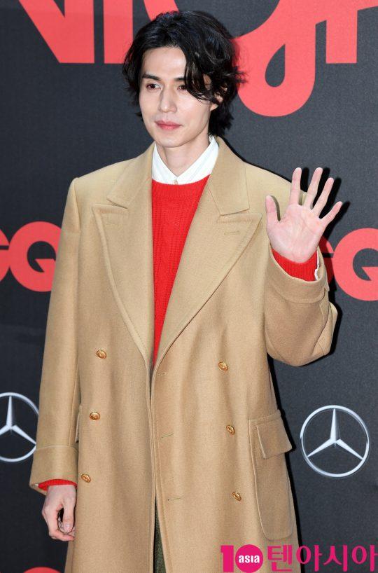 배우 이동욱이 5일 오후 서울 장충동 남산 제이그랜하우스에서 열린 '2019 지큐 나이트' 기념행사에 참석하고 있다.