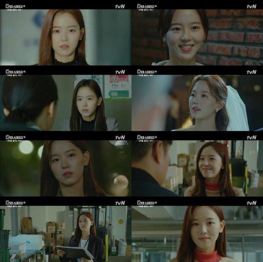 '귀피를 흘리는 여자' 강한나. /사진=tvN 방송 캡처