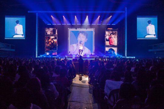 정용화, 전역 후 첫 콘서트 성황...8000명 운집